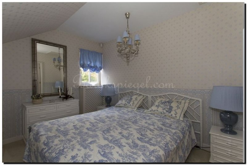 Moderne Witte Kaptafel.Een Spiegel Voor De Kaptafel In Slaapkamer Of Hal Barokspiegel