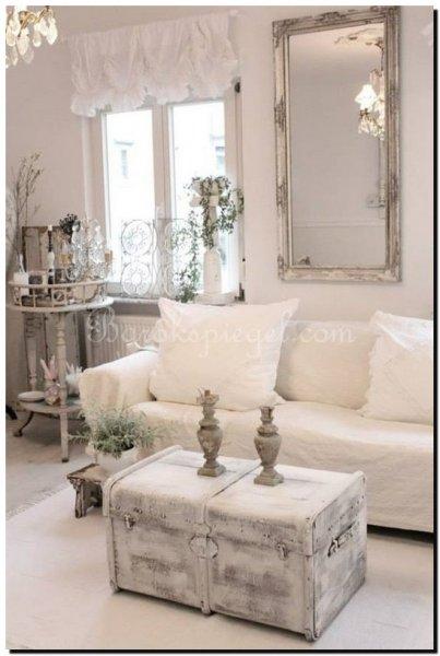 zilveren barok spiegel in een shabby chic interieu