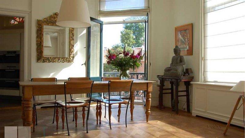 Binnenkijken welke barok spiegels hangen bij onze bekende for Barok spiegel groot
