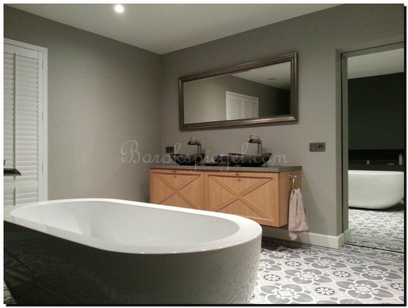 Spiegel Voor Badkamer : Spiegel in badkamer barokspiegel