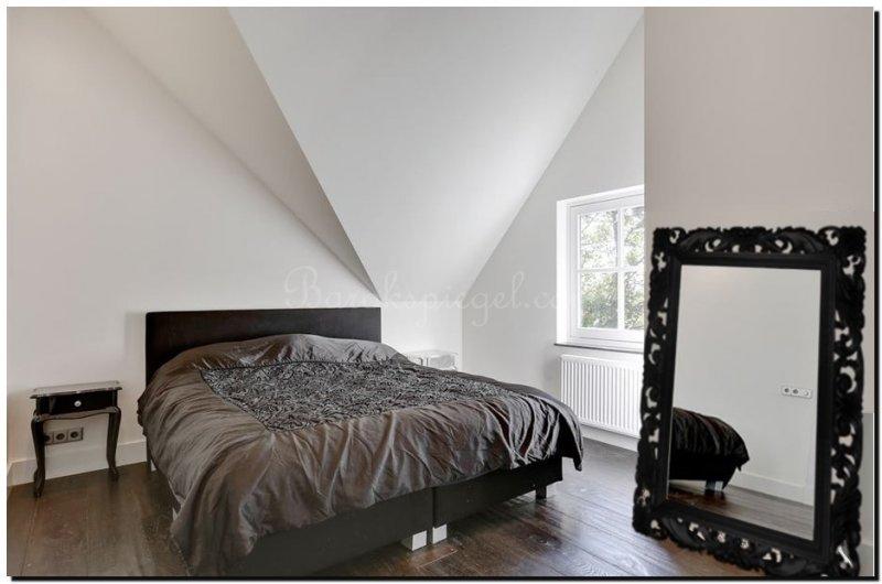Grote zwarte spiegel als woonaccessoire barokspiegel for Spiegel met zwarte lijst