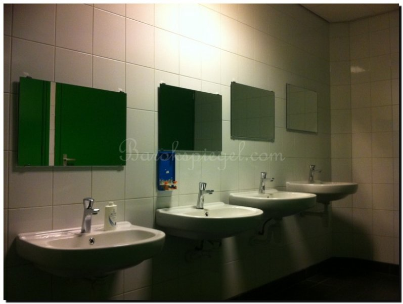 Kleine badkamer spiegel tip nieuw douchescherm met for Spiegel your name