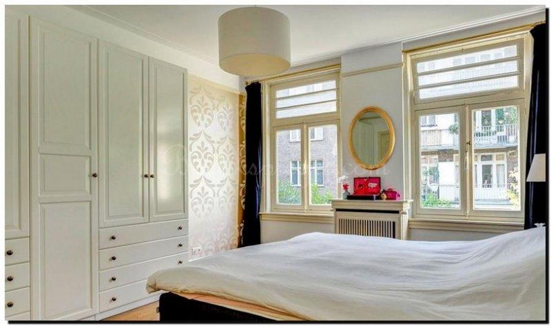 ovale spiegel goud in slaapkamer